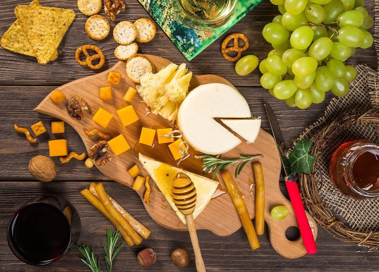 Aprenda como montar uma tábua de queijos deliciosa