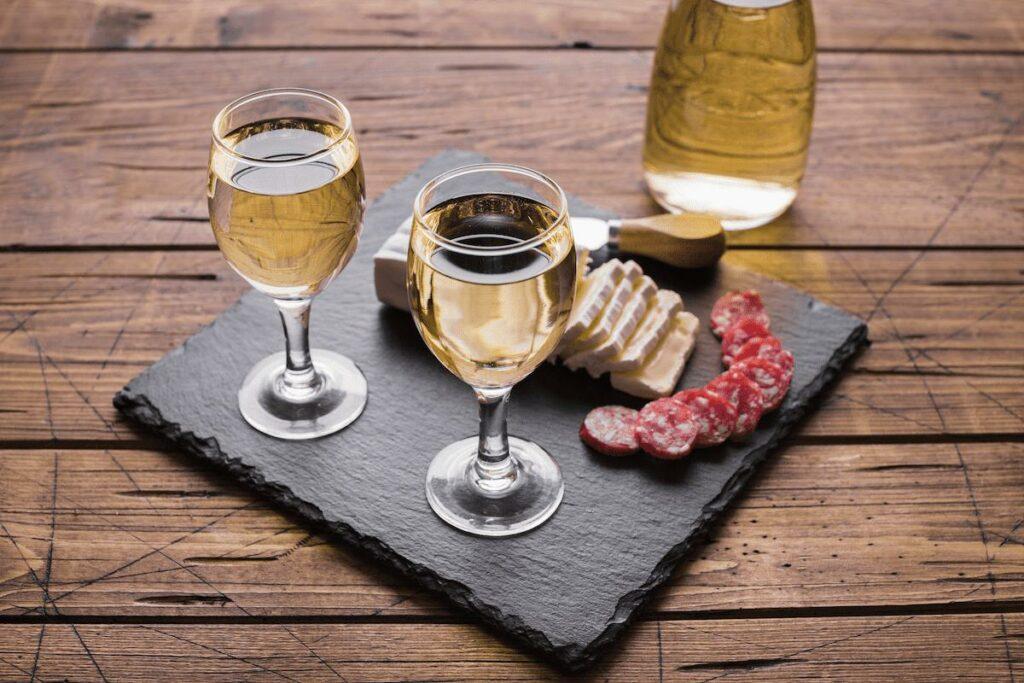 tipos de embutidos combinados com vinho branco