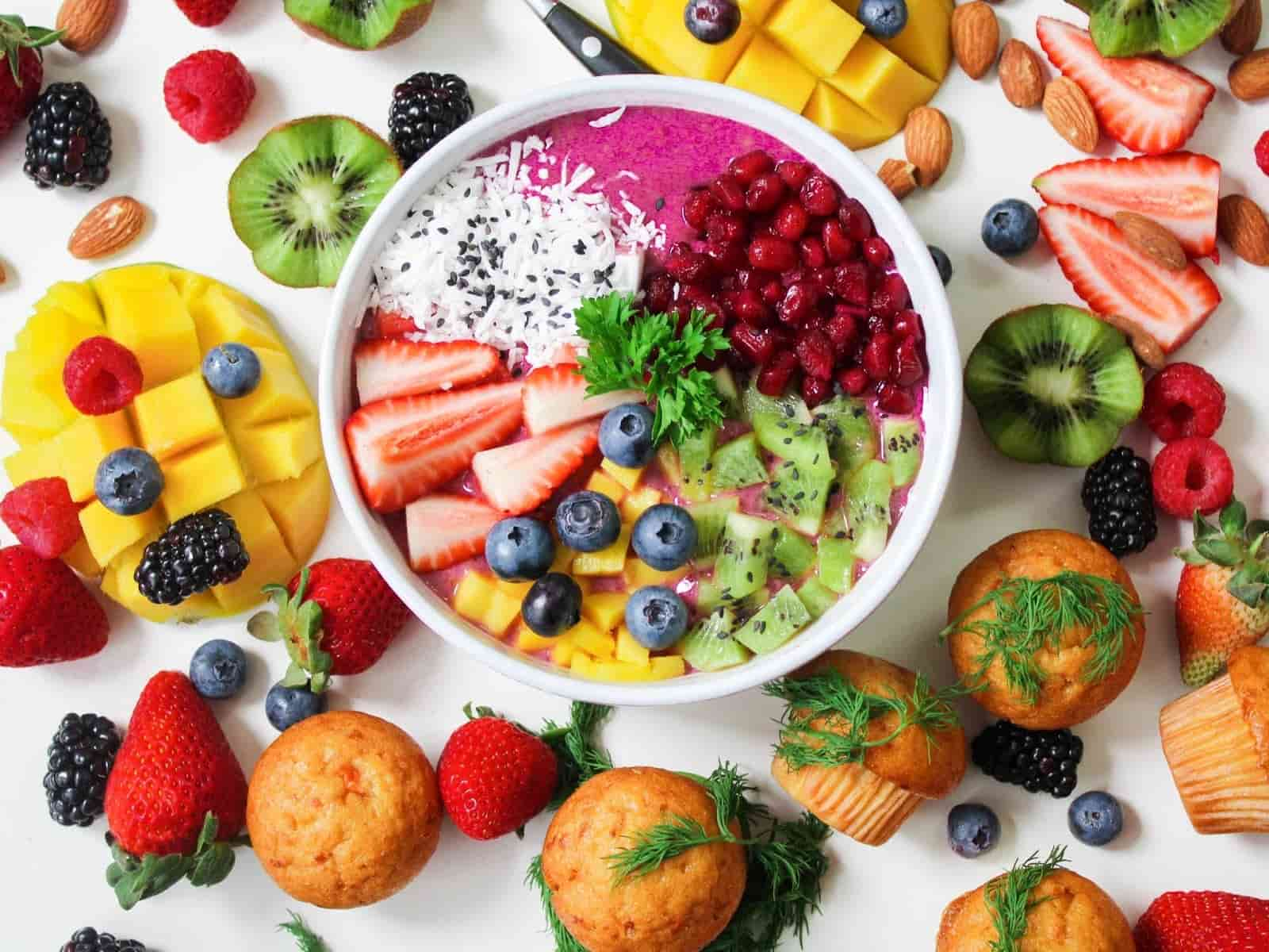 mix de frutas em um bowl