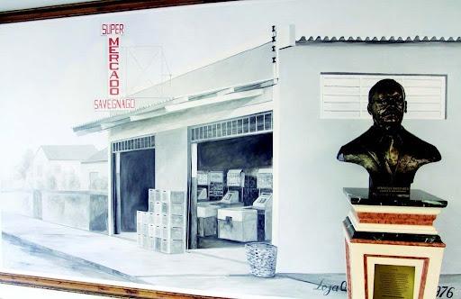 Para comemorar os 45 anos de Savegnago, uma foto do primeiro mercado com o busto de Aparecido Savegnago
